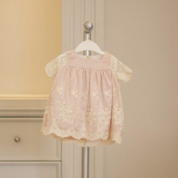 Vestido bordado para bebé